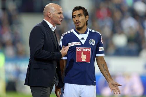 Dario Lezcano bespricht sich mit Ex-FCL-Trainer Carlos Bernegger. (Bild: Philipp Schmidli)