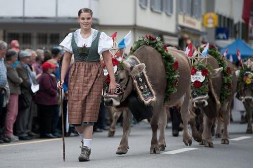 Eine Vertreterin der Älplerfamilien aus Schüpfheim, Flühli und Sörenberg während des Umzugs am Sonntag. (Bild: Pius Amrein / Neue LZ)