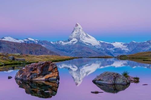 Platz 8 – 610 Gefällt mir: Morgenstimmung am Stellisee inklusive Matterhorn (31. August). (Bild: Leser Franz Ulrich)