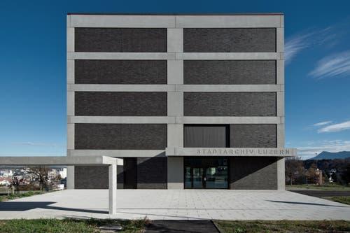 Das Gebäude von vorne. (Bild: Pius Amrein (Neue LZ))