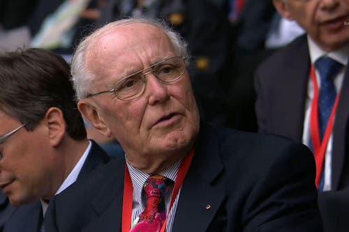 Alt-Bundesrat Flavio Cotti: Auch er ist zukünftig eine halbe Stunde schneller in der Deutschschweiz. (Bild: Alptransit Livestream)