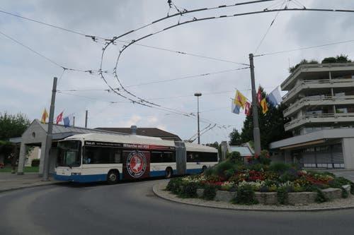 Haltestelle Biregghof in Horw: Hier kommen die Pokémon-Jäger mit dem Bus an, welche an der Pokémon-Go-Wanderung teilnehmen. (Bild: Stefanie Nopper / Luzernerzeitung.ch)