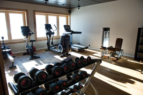 Fitnessraum (Bild: Dominik Wunderli)