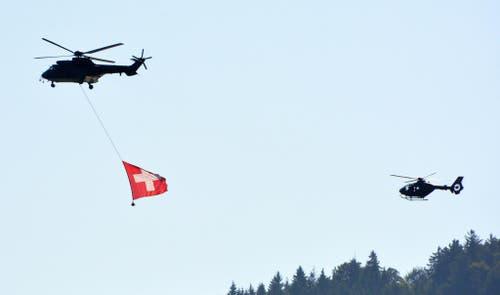 Schnappschuss: Wie die Helikopterbasis Alpnach den Nationalfeiertag auf ihre Weise feierte! (Bild: Romano Cuonz / Neue NZ)