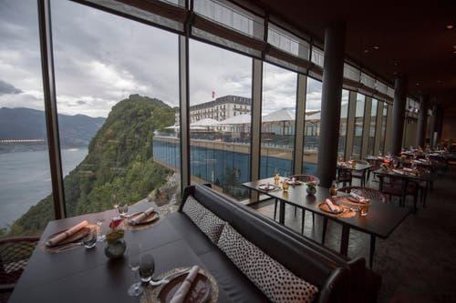 Ausblick aus dem Restaurant Spices auf die Terrasse des Bürgenstock-Hotels, im Hintergrund das Hotel Palace. (Bild: Urs Flüeler / Keystone)