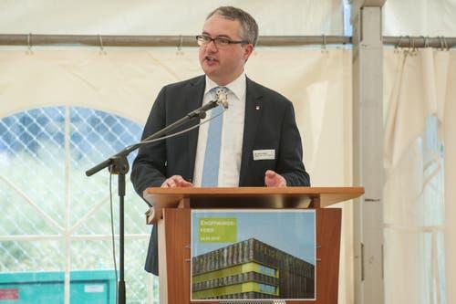 Remo Ankli, Regierungsrat Kanton Solothurn, bei der Eröffnung der Bibliothek. (Bild: Boris Bürgisser (Neue LZ))