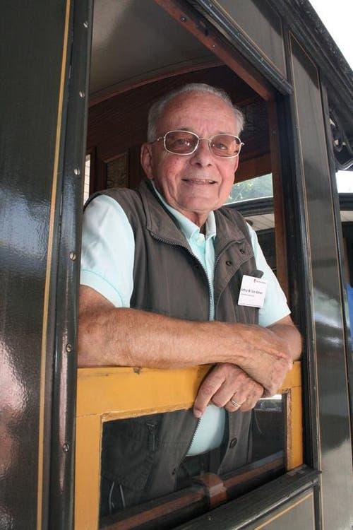 Eine Fahrt mit dem nostalgischen Zug ist auch für Gemeinderat Arthur von Allmen aus Lauterbrunnen etwas Besonderes. (Bild: Marion Wannemacher / Neue OZ)