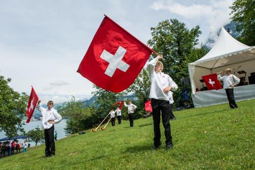 1. August Feier auf dem Rütli: Im Bild sind junge Fahnenschwinger (Bild: Roger Grütter / Neue LZ)