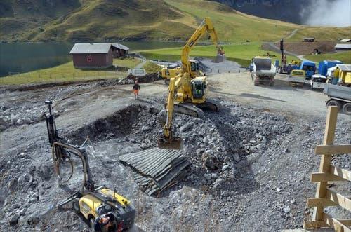 Die grosse Baustelle beim ehemaligen Hotel Reinhard auf Melchsee-Frutt anfangs Oktober (Bild: Markus von Rotz / Neue OZ)