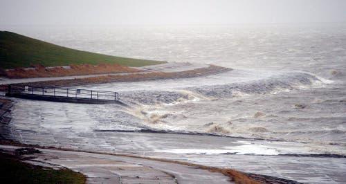 An der Nordseeküste im deutschen Dagebüll drängt das Wasser an Land. (Bild: Keystone)