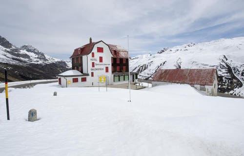8. Mai 2014: Das Hotel Restaurant Galenstock am Furkapass auf knapp 2000 Metern über Meer. (Bild: Keystone)