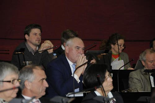 Urs Dickerhof, Emmen, wartet auf die Verkündung des Wahlergebnisses für den Kantonsratspräsidenten 2013. (Bild: PD)