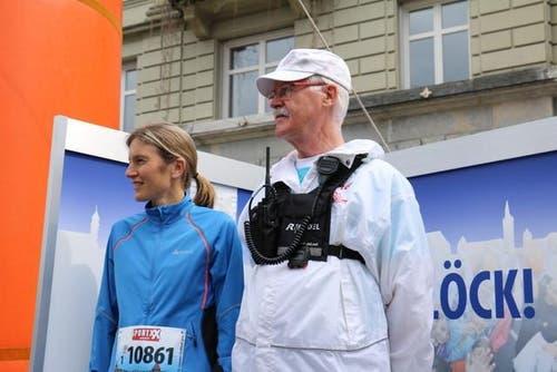 Der Herr des Startschusses: Emil Bitzi (rechts). (Bild: Sara Häusermann / luzernerzeitung.ch)