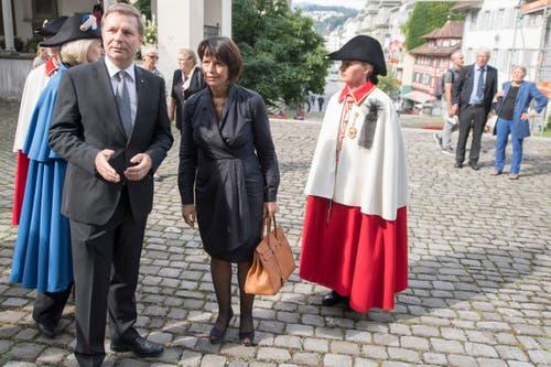 Bundesrätin Doris Leuthard, Mitte, und der Luzerner Regierungsrat Marcel Schwerzmann. (Bild: Urs Flüeler / Keystone)