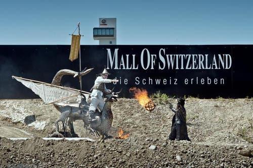 11. Juni 2014: Grundsteinlegung der Mall of Switzerland mit einer theatralischen Darbietung. (Bild: Pius Amrein)