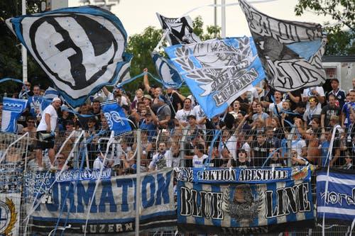 FCL-Fans im Stadion Cornaredo. (Bild: Keystone / Gabriele Putzu)