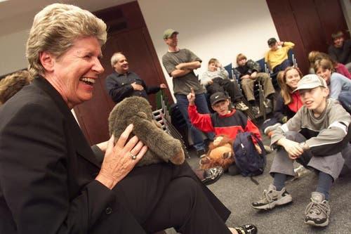 Ständerätin Helen Leumann unterhält sich 2001 im Stadthaus mit den Kinderpolitikern. (Archivbild Neue LZ)