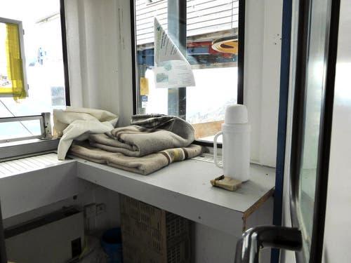 Im Überwachungshäuschen der Seeselbahn auf Schönbüel steht die Thermosflasche noch bereit. (Bild: Markus von Rotz / Neue OZ)