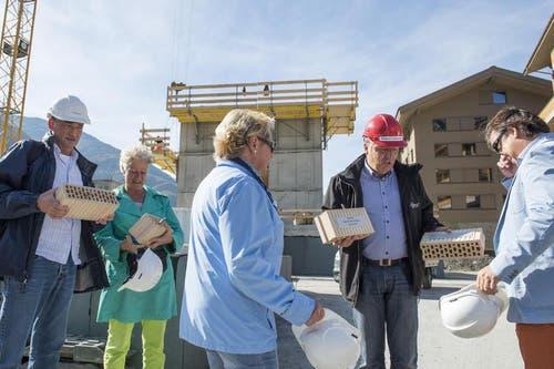Nachdem die Baubewilligung Anfang September vorlag begann der Generalunternehmer, die Strüby Holzbau AG von Seewen, unmittelbar mit den Vorbereitungsarbeiten, welche jetzt mit dem Baustart in die intensivste Phase übergeleitet wurden. (Bild: Keystone)