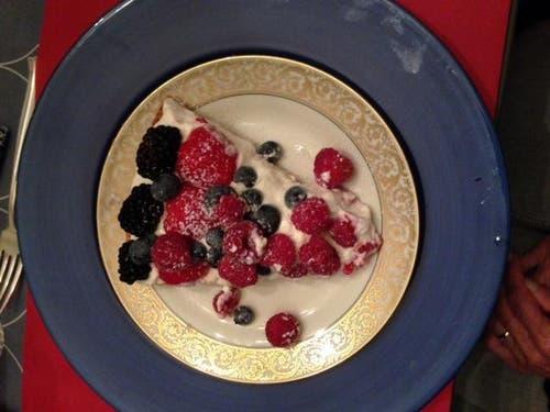 Leserin Heidi Schuppisser zeigt uns ihr feines Dessert vom 1. August. (Bild: Leserbild Heidi Schuppisser)