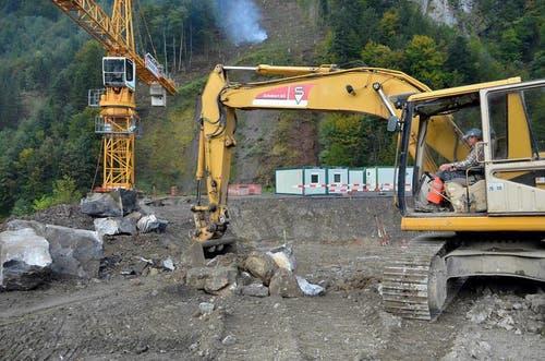 September 2013: Im hinteren Schlattli wird bereits an der neuen Talstation gebaut. (Bild: Bert Schnüriger / Neue SZ)