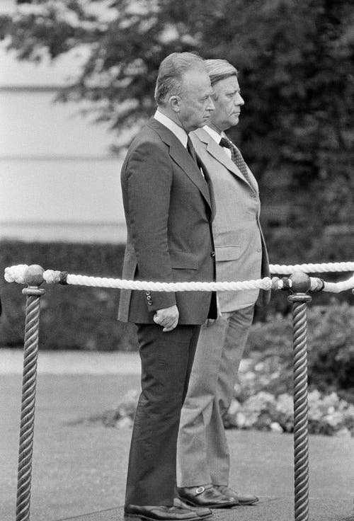 Gast Yitzhak Rabin, Premierminister von Israel, und Helmut Schmidt am 9. Juli 1975 in Bonn. (Bild: Keystone)