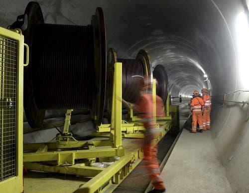 31.10.2013: Insgesamt 5000 Tonnen Kupferkabel werden verwendet. (Bild: Keystone)