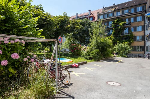 Innenhof an der Rhynauerstrasse, Eichmattstrasse, Moosmattstrasse, Voltastrasse. (Bild: Philipp Schmidli)