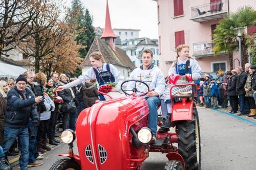 Die Familien Appert und Schmid am Festumzug. (Bild: Roger Grütter (LZ))