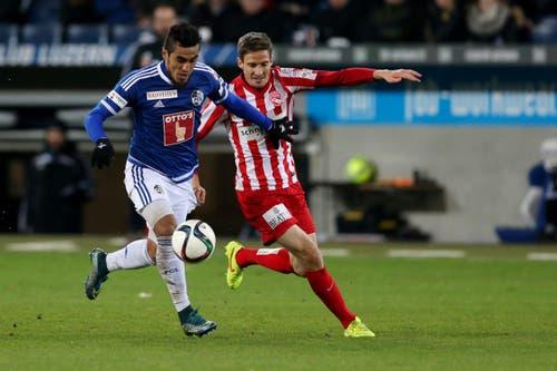 Luzerns Dario Lezcano (links) gegen Thuns Fulvio Sulmoni. (Bild: Philipp Schmidli)