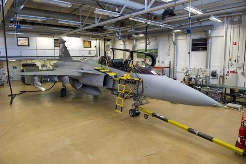 Der Gripen, hier im Hangar in schwedischen Linköping. (Bild: Keystone)