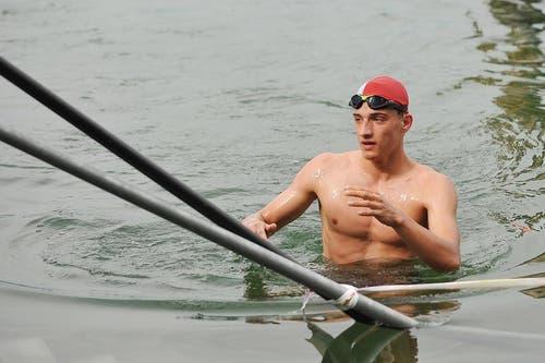 Er siegte an der Seedurchquerung am Sonntagvormittag: Der Luzerner Luca Pfeiffer. (Bild: Corinne Glanzmann / Neue LZ)