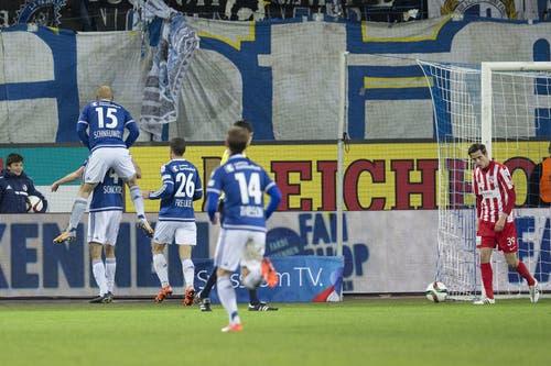 Jubel der Luzerner Spieler nach dem 1:0. (Bild: Keystone / Dominik Baur)