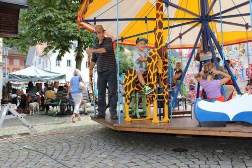Das Nostalgiekarussell in Altdorf. (Bild: Elias Bricker / Neue UZ)