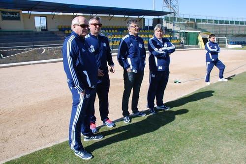 FCL-Präsident Walter Stierli, links, schaut sich das Training seiner Mannschaft persönlich an. (Bild: Daniel Wyrsch/Neue LZ)