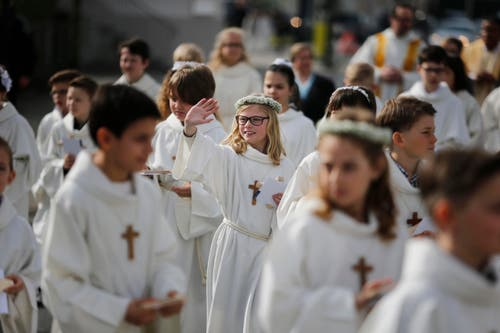 ... feierten die Erstkommunikanten... (Bild: Stefan Kaiser / Neue ZZ)