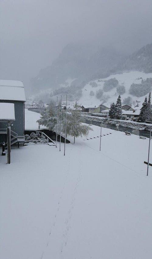 Schneefall in Muotathal (Bild: Leserin Céline Küttel)
