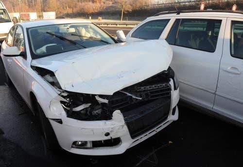 Am 11. Dezember kam es auf der Autobahn A2 in Knutwil innert kürzester Zeit zu drei Auffahrkollisionen (Bild: Luzerner Polizei)