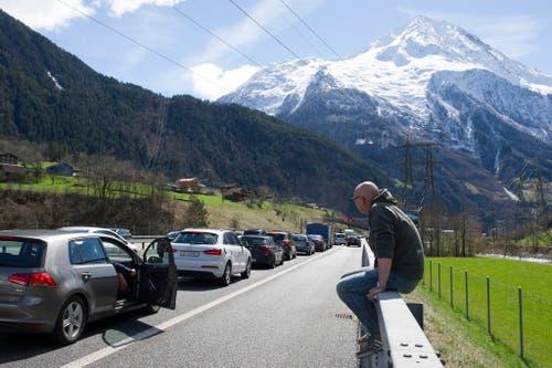 7. April: Rekordstau am Gotthardtunnel: An Ostern mussten die Autofahrer besonders viel Geduld aufbringen. Es kam zu einem Stau von 17 Kilometern. Insgesamt standen die Reisenden über 45 Stunden im Stau. (Bild: Keystone / Anthony Anex)