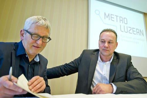 Sie stellten am Donnerstag das Projekt vor: Initiant Franz Zihlmann (Zihlmann Immobilien AG, Ruswil) und Mitinitiant Marcel Siegrist (Büro für Bauplanung, Luzern). (Bild: Keystone)