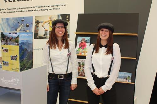 Zwei Hostesssen am Stand des Gastkantons St. Gallen.