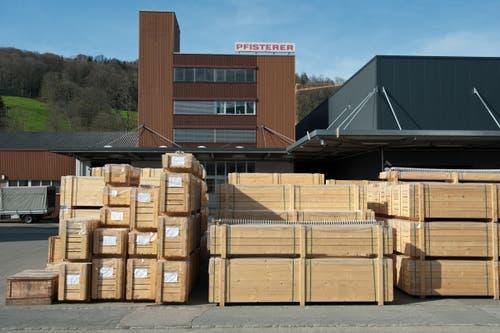 13. April: Die deutsche Unternehmensgruppe Pfisterer verlagert die Fertigung von Malters (Bild) und Altdorf nach Tschechien. 110 Arbeitsplätze werden abgebaut. (Bild: Boris Bürgisser(Neue LZ))