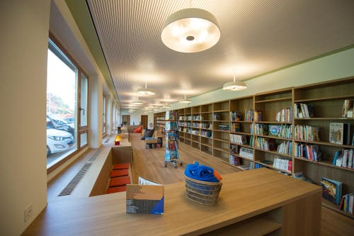Wo Kinder zu Leseratten werden: die Bibliothek. (Bild: Dominik Wunderli / Neue LZ)