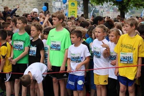 Schülerinnen und Schüler des 4. Schuljahres warten auf den Startschuss. (Bild: Sara Häusermann / Luzernerzeitung.ch)
