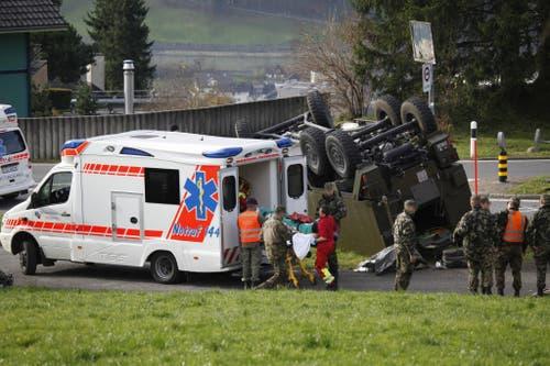 Mehrere Verletzte wurden in die umliegenden Spitäler gebracht. (Bild: Geri Holdener / Bote der Urschweiz)