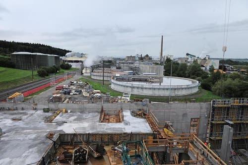 September 2013: Rundgang durch die Baustelle der KVA. (Bild: Nadia Schärli / Neue LZ)
