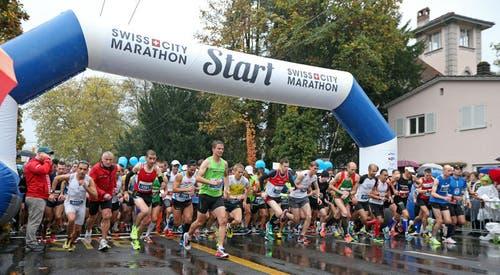 27. Oktober: Etliche Tausend Läufer gingen beim Luzerner Marathon an den Start. Erstmals fand der Event unter dem neuen Namen «Swiss City Marathon Lucerne» statt. (Bild: Philipp Schmidli / Neue LZ)