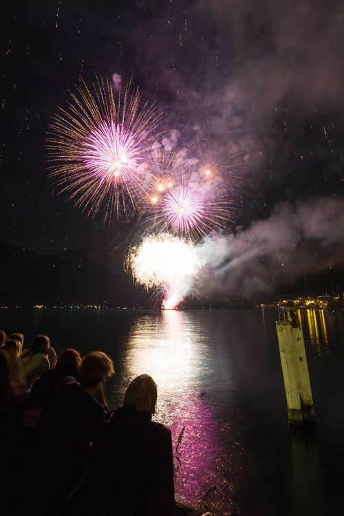 Das grosses Feuerwerk (Seenachtsfest) am Vorabend des 1. August in Flüelen. (Bild: Roger Zbinden / Neue LZ)