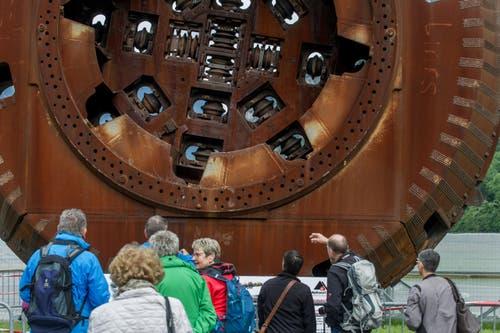 Alle besuchen Heidi: Die Tunnelborhmaschine ist nach der berühmten Romanfigur benannt. (Bild: Keystone/Ti-Press/Carlo Reguzzi)