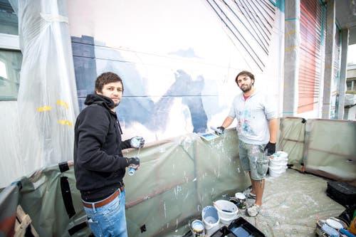 Wie lange das Gemälde an der Fassade bleiben wird, ist derzeit noch unklar. (Bild: Roger Grütter)